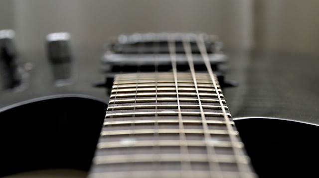 Making Noises: How Guitar Strings Produce Sound – The Nutty